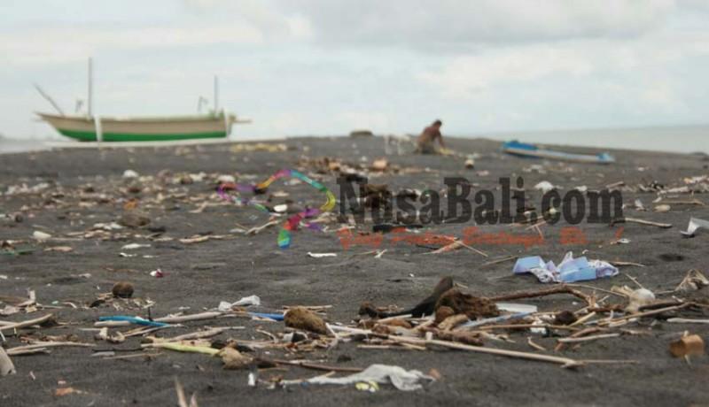 www.nusabali.com-pantai-tegal-besar-dikepung-sampah