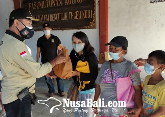 Nusabali.com - sidak-prokes-tim-yustisi-denpasar-sambil-bagi-bagi-sembako