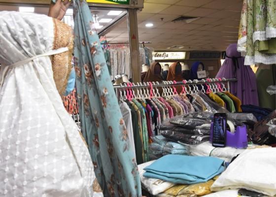 Nusabali.com - pengunjung-pasar-tanah-abang-wajib-tunjukkan-kartu-vaksin