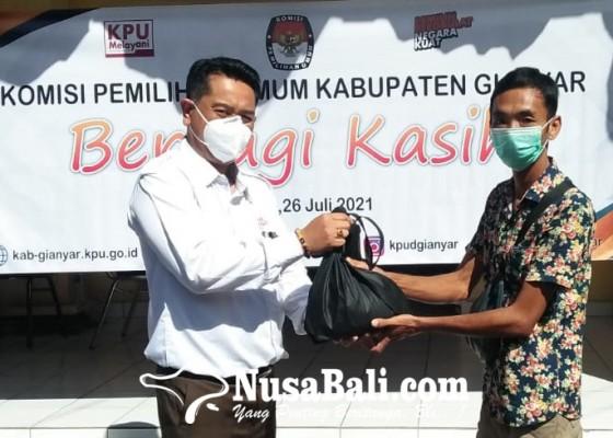 Nusabali.com - kpu-gianyar-berbagi-kasih-di-tengah-ppkm