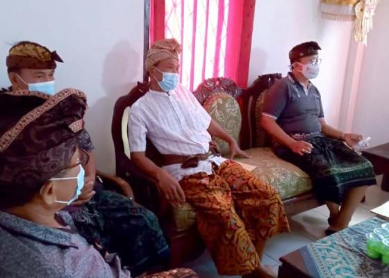 Nusabali.com - warga-datangi-kantor-desa-gumbrih