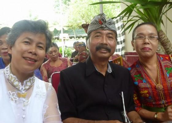 Nusabali.com - adat-bali-tak-kenal-perkawinan-sejenis