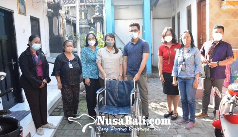 www.nusabali.com-k3s-denpasar-serahkan-bantuan-kursi-roda-kepada-lansia