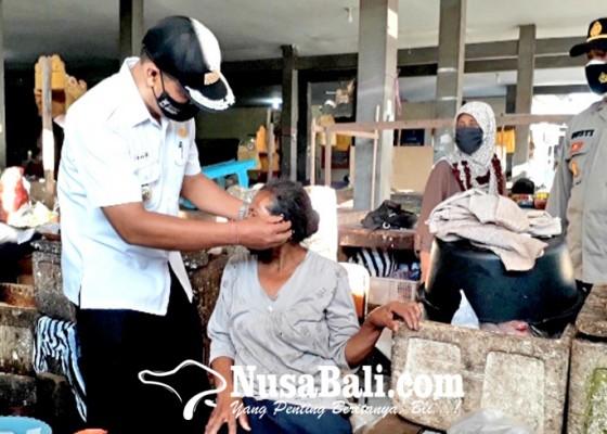 Nusabali.com - satgas-kecamatan-negara-sidak-prokes-sambil-bagi-masker