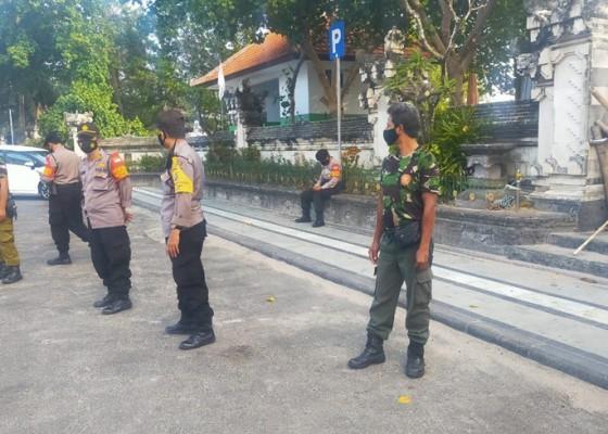 Nusabali.com - petugas-gabungan-gencarkan-patroli-di-legian