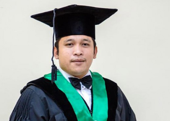 Nusabali.com - usia-30-tahun-ign-made-yudhi-saputra-dipercaya-menjadi-dekan