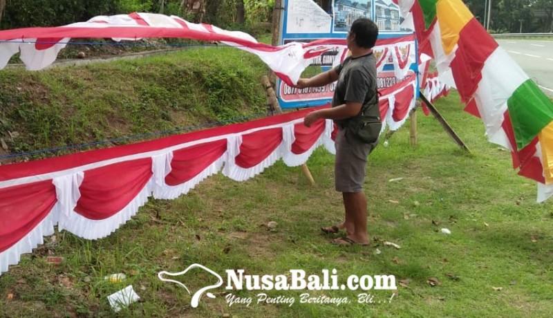 www.nusabali.com-pedagang-bendera-berharap-rezeki-songsong-peringatan-proklamasi