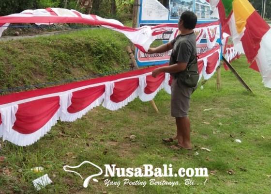 Nusabali.com - pedagang-bendera-berharap-rezeki-songsong-peringatan-proklamasi