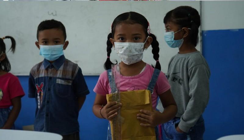 www.nusabali.com-tk-rare-semesta-besakih-serahkan-bantuan-paket-belajar-dan-makanan-sehat-ke-anak-didik