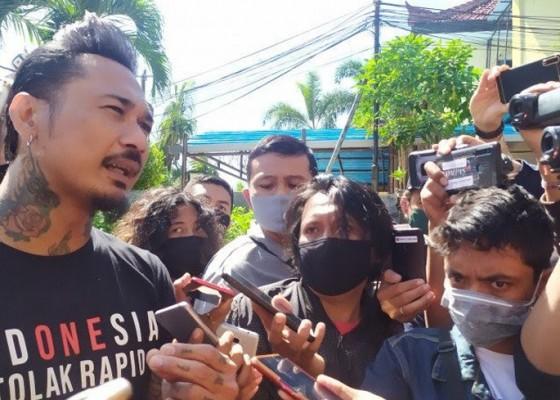 Nusabali.com - penyidik-polda-metro-periksa-jerinx-di-polres-badung