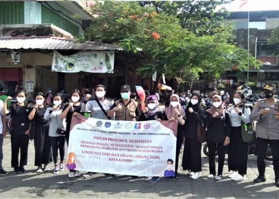 Nusabali.com - fk-unud-edukasi-penggunaan-masker-di-pasar-rakyat