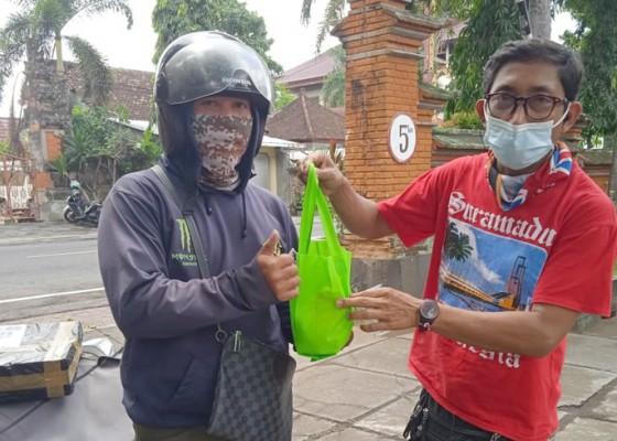 Nusabali.com - aksi-bagi-bagi-sembako-di-gianyar-berlanjut