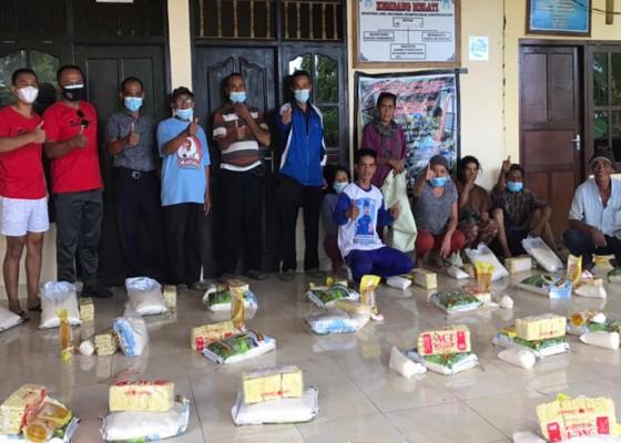 Nusabali.com - komunitas-balawa-sebar-sembako-di-pedawa