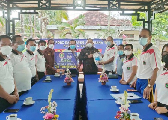 Nusabali.com - pgri-jembrana-sumbang-78-ton-beras