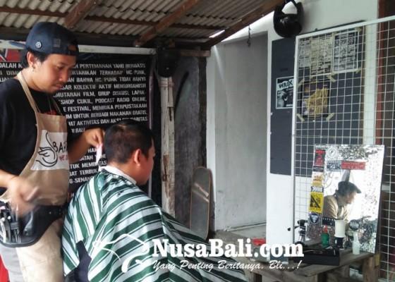 Nusabali.com - charity-potong-rambut-bikin-ganteng-sambil-beramal