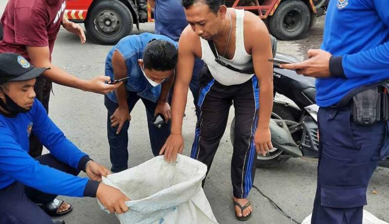 www.nusabali.com-warga-yeha-evakuasi-piton-panjang-8-meter