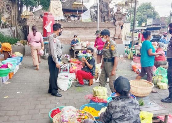 Nusabali.com - petugas-gabungan-sidak-prokes-di-pasar-blahkiuh
