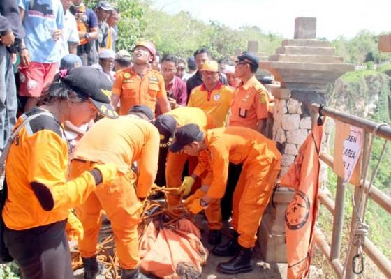 Nusabali.com - korban-diduga-sengaja-bunuh-diri-dengan-melompat
