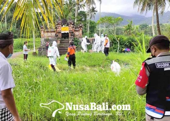Nusabali.com - bpbd-karangasem-tangani-7-jenazah-covid-19