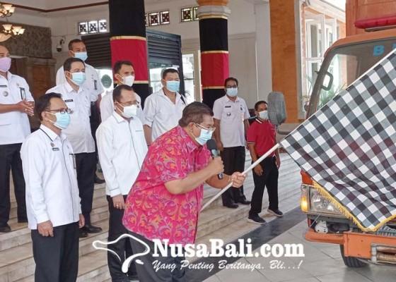 Nusabali.com - bupati-buleleng-gelontor-3175-ton-beras-dari-asn